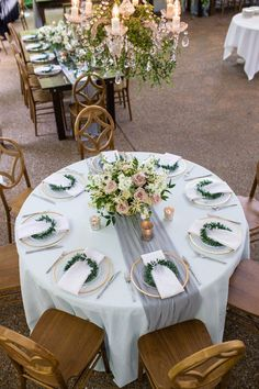 We just love Samantha John s romantic blue and grey garden wedding Sooooo romantic with just a hint of rustic elegance May Spring Romantic Classic Elegant Venue CJ s Off the Square Photography Melanie Grady Round Table Settings, Wedding Table Settings, Romantic Table Setting, Round Table With Runner, Rustic Table Settings, Setting Table, Table Runners, Wedding Table Decorations, Wedding Centerpieces