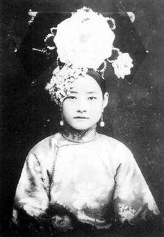 清代末期 網上標示為珍妃的照片。(但不確定是否為本人)