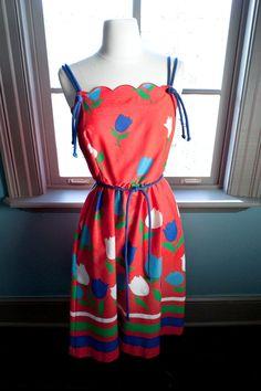 Vintage TULIP PRINT sleeveless summer DRESS. $54,00, via Etsy.