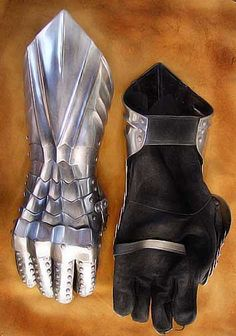 gauntlets: silver for star born warrior and black for bandit Bow And Arrow Set, Swords And Daggers, Bow Arrows, Cosplay Tutorial, Medieval Armor, English Style, Pentacle, Fashion Ideas, Diy Ideas