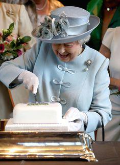 Queen Elizabeth II.: Queen Elizabeth II Queen Hat, Queen Outfit, Queen Elizabeth Daughter, Windsor, Queen 90th Birthday, 21 Birthday, Happy Birthday, Birthday Cake, Womens Institute
