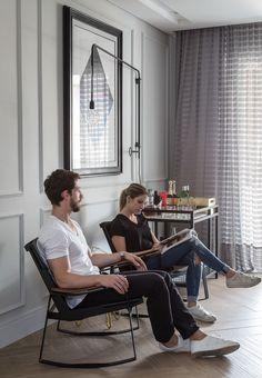 Decoração de apartamento, apartamento, apartamento moderno, apartamento cinza, cinza.  Bar, bar em casa, luz natural, quadro.