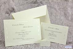 Partecipazione realizzata su cartoncino di colore avorio con decori in rilievo a secco e in perlato a caldo.  Formato 17 x 11,5 cm.  ARTICOLO MADE IN ITALY