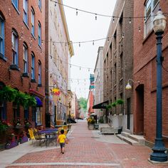 People-friendly alleyway in Easton, PA. Click image to enlarge and visit the slowottawa.ca boards >> http://www.pinterest.com/slowottawa/