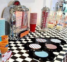Ideas for a party inspired by the 50s Theme Parties, Vintage Birthday Parties, 10th Birthday Parties, Party Themes, Party Ideas, Fifties Party, Retro Party, 60th Anniversary Parties, Grease Party
