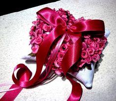 Almofadinha porta-alianças para casamentos LOVE & ROSES Designer Sayuri Murakami momoartesanatos@gmail.com momoartesanatosbrasil.blogspot.com momoartesanatos.elo7.com.br Rio de Janeiro - RJ - Brasil