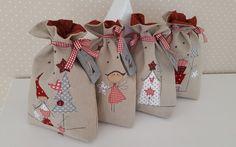 For every Sunday of Advent a Christmas bag . - Sunday # for . Felt Christmas Decorations, Christmas Gift Bags, Christmas Wrapping, Handmade Decorations, Handmade Christmas, Christmas Diy, Christmas Patchwork, Christmas Applique, Christmas Fabric
