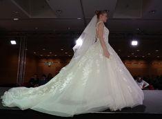 Was für eine Schleppe - Romantik pur! #Hochzeit #Hochzeitsmesse #Hochzeitsmesse TRAU DICH #Brautschleier #Brautmode #Brautkleid #Brautrobe #Hochzeitskleid #Hochzeitsmodetrends #Schleppe Trends, Wedding Dresses, Fashion, Bridal Veils, Grief, Dress Wedding, Bridle Dress, Gowns, Train