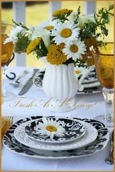 Black White Daisy Table Setting