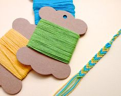Friendship Embroidery Bracelets The secret to faster friendship bracelets! Diy Arts And Crafts, Crafts To Do, Diy Craft Projects, Projects For Kids, Crafts For Kids, Teen Crafts, Craft Ideas, Chevron Friendship Bracelets, Costura Diy