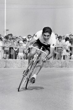 Merckx ripping up the road in an ITT The King. Vintage Cycles, Vintage Bikes, Cycling Art, Cycling Bikes, Bike Poster, Cargo Bike, Bicycle Race, Cool Bicycles, Cycling Equipment