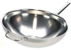 een demeyere wok  gemaakt van meerlagen staal en een kern van  aluminium . Deze opbouw zorgt voor een hele goede en hele snelle  warmteverdeling . Ideaal voor de snelle wokker