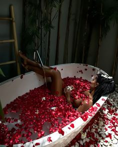 23 ideas for bath photography boudoir posts Foto Tablet, Fotografia Sexy, Modeling Fotografie, Boudoir Pics, Boudoir Photo Shoot, Budoir Shoot, Milk Bath Photography, Shooting Photo, Photoshoot Inspiration