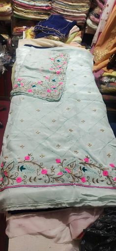 Indian Embroidery Designs, Etsy Embroidery, Hand Embroidery Dress, Embroidery Boutique, Kurti Embroidery Design, Embroidery On Clothes, Couture Embroidery, Embroidery Fashion, Patiala