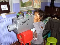 Camera knutselen Community Helpers Activities, Oscar Films, Planet Crafts, Movie Crafts, Cinema Film, Class Decoration, Play Centre, School Themes, Dramatic Play