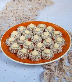 Petits fours sans cuisson aux cacahuètes - Culinaire Amoula Zucchini Pancakes, Biscotti Cookies, Buffet, Biscuits, Sweets, Cooking, Breakfast, Recipes, Ramadan