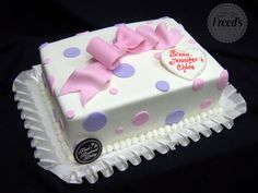 Polka dots for baby girl #cakeinspiration #babyshower