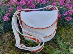 Sac Musette blanc à passepoil rouge cousu par Jeanne - Patron Sacôtin