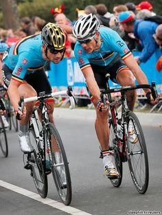 ロード世界選手権、ラスト1周でボーネンとジルベールが悪だくみ中…もとい作戦会議。最後までこの2人が残ったのがベルギーチームにとって大きかったですね。