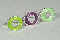Emaille-Ring 925 Silber in grüngelb, lila, limone von akasha-peacock auf DaWanda.com