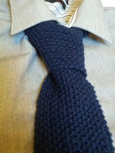 Free pattern for moss stitch knitted tie. Needs 2.25mm needles and DK yarn. 7th anniversary (wool)