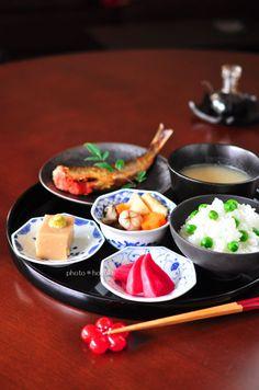 日本人のごはん Japanese food presentation