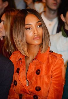 Spotted at Burberry Prorsum in London today, Jourdan Dunn dipped into a warmer palette paired with shaded copper lids, peach cheeks, and tawny lips. Burberry Prorsum, Jordan Dunn, Medium Hair Styles, Short Hair Styles, Corte Y Color, Nude Makeup, Richard Avedon, Long Bob Hairstyles, Orange Fashion