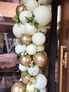 wedding beauty looks These beautiful balloons are so romantic. They add a special glamorous touch to any event. The perfect decor to the entrance, dessert table, and photo props. Hope you could find some great inspiration between those pictures. Wedding Balloon Decorations, Wedding Balloons, Bridal Shower Decorations, Bridal Shower Balloons, White Party Decorations, Wedding Entrance Decoration, Baby Shower Balloon Ideas, Hen Party Balloons, Engagement Balloons