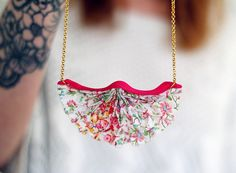 Mollie Makes Smocked Necklace tutorial Jewelry For Her, Jewelry Case, Simple Jewelry, Diy Jewelry Tutorials, Diy Jewelry Making, Jewelry Ideas, Fabric Necklace, Diy Necklace, Necklaces