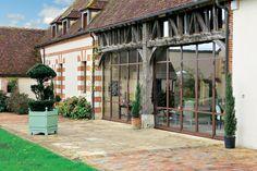 Une vieille ferme rénovée avec style, charme et confort moderne