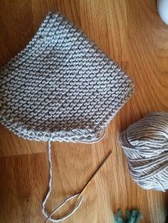 Bonnet de bébé lutin   Oui Are Makers Baby Hats Knitting, Free Knitting, Knitted Hats, Crochet Hats, Tricot Baby, Loom Knitting Patterns, Knitting For Beginners, Lifestyle, Knit Socks