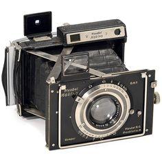 Plaubel-Makina II (Black), 1932 Plaubel, Frankfurt. Size 6,5 x 9 cm, Compur 1–1/200 sec., Anticomar 2,9/10 cm, rangefinder not working. With Plaubel rollfilm back 6 x 9 cm