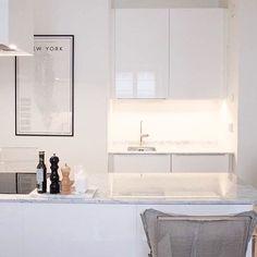 White kitchen | marble countertop