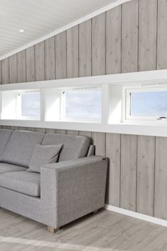 Innvendig panel › Norsk Limtre - Skandinavisk leverandør av kreative treprodukter på millimeternivå. Ski Chalet, Cladding, House Ideas, Cottage, House Design, Cabin, Furniture, Home Decor, Modern