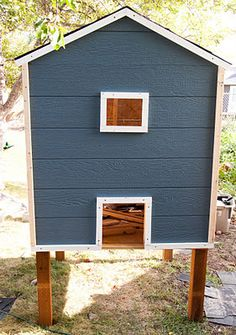 The REAL Housewives of Riverton: Build Your Own Chicken Coop - A story of chickens Backyard Chicken Coop Plans, Chicken Coop Pallets, Small Chicken Coops, Easy Chicken Coop, Chicken Coop Designs, Chicken Runs, Chickens Backyard, Building A Chicken Run, Gardens
