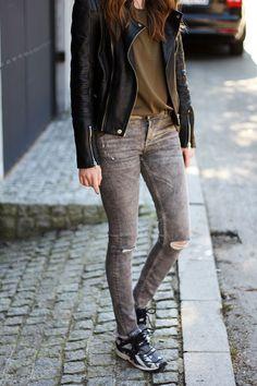 Skinny jeans and sneakers (via Bloglovin.com )