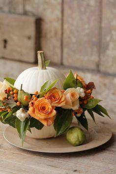 Halloween Flower Arrangements, Halloween Flowers, Fall Arrangements, Halloween Table, Halloween Decorations, Fall Decorations, Pumpkin Flower, Autumn Wedding, Yellow Flowers