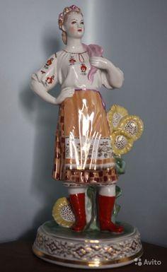 Народы, Украина. Украинка Дулево. фарфор Скульптор А.Д. Бржезицкая  36 см Модель 1953 года, данный экземпляр 1954 года, без реставраций сколов трещин,  люстр - 150 000 руб.