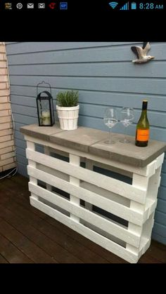 2 wooden pallets +3 stone pavers=outdoor bar/buffet! Love this!