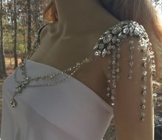 Lovely example of art deco jewelry from the Gatsby era meant to be the centerpiece of any formal outfit. Shoulder Jewelry, Shoulder Necklace, Deepika Padukone Dresses, Wedding Accessories, Wedding Jewelry, Pearl Necklace Designs, Wedding Headdress, Art Deco Jewelry, Body Jewelry