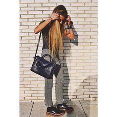 Foto de Instagram de ANDREA BELVER • 25 de marzo de 2014 a las 9:31 Outfits Otoño, Fashion Outfits, Party Clothes, Street Style Summer, Girl Fashion, Womens Fashion, Olivia Palermo, Winter Season, Spring Summer Fashion