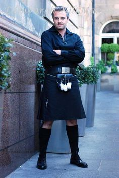 Plain Black Kilt, Scottish Tartan Kilts, GB 8 Yard Kilts, Good Qlty Casual Kilts