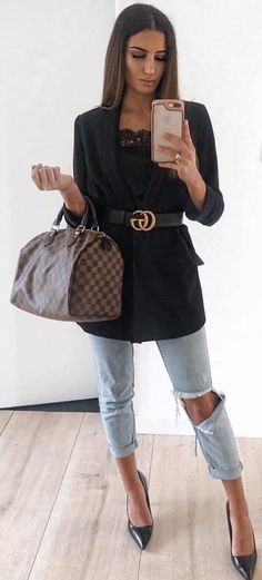 10 Magical Fall Outfits To Inspire You - Gucci Jeans - Ideas of Gucci Jeans - black blazer black leather Gucci belt and distressed blue jeans. Donna Fashion, Love Fashion, Winter Fashion, Fashion Trends, Style Fashion, Gucci Outfits, Dressy Outfits, Fall Outfits, Elegantes Outfit Mit Jeans