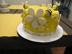 Bumble Bee (Reveal The Sex Of The Baby Cake) Fondant with gumpaste bees - Pink cake inside to reveal it was a baby girl! Bee Cakes, Fondant Cakes, Cupcake Cakes, Bee Birthday Cake, Bithday Cake, Bumble Bee Cake, Spring Cake, Cake Decorating Techniques, Novelty Cakes