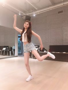 Kpop Girl Groups, Korean Girl Groups, Kpop Girls, K Pop, Kpop Outfits, Fashion Outfits, Yuehua Entertainment, Poses, Ulzzang Girl