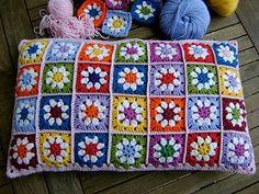 Wonderful DIY Crochet Daisy Flower Square with Free Pattern – Granny Square Crochet Daisy, Crochet Home, Diy Crochet, Crochet Crafts, Crochet Flowers, Crochet Projects, Diy Crafts, Granny Square Crochet Pattern, Crochet Squares