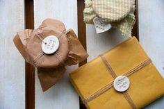 Receta de la pasta de sal e inspiración | Decorar tu casa es facilisimo.com Biscuit, Pretty Packaging, Salt Dough, Cold Porcelain, Home Gifts, Color Patterns, Wraps, Gift Wrapping, Clay