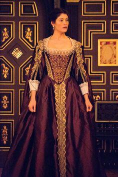 First look at Sam Wanamaker interior plus Gemma Arterton in Duchess of Malfi Different Dresses, Nice Dresses, Formal Dresses, Gemma Arterton, Beautiful Costumes, Beautiful Gowns, Elizabethan Theatre, Theatre Costumes, Period Costumes