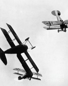 Dog fight, Allied and German biplanes engaged in aerial combat during World War I. Wilhelm Ii, Kaiser Wilhelm, Military Photos, Military History, World War One, First World, Flying Ace, War Machine, World History