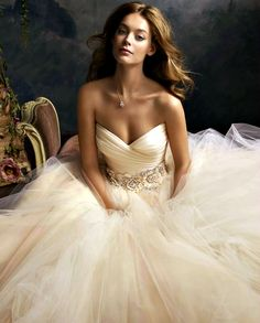 Gorgeous Sweetheart Ballgown. ... love this picture